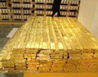 Китай стал покупать меньше золота на фоне торговой войны с США